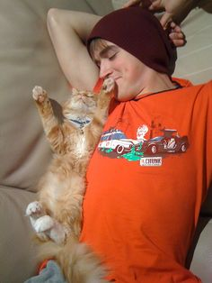 Tom Fletcher from great UK band McFly and his super cute cat!