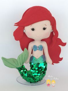 Ariel sereia Little Mermaid Birthday, Little Mermaid Parties, Sock Crafts, Felt Crafts, Mermaid Crafts, Crochet Disney, Felt Books, Felt Christmas Ornaments, Felt Patterns