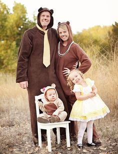 Cute Goldilocks and the three bears costume idea for a family! 10 Adorable Infant Costumes: Baby's First Halloween Ideas - super cute, and a ton of them are easy and cheap DIY creations. Great Halloween Costumes for the whole family, boys and girls. Costume Halloween, Bear Halloween, Baby First Halloween, Halloween 2018, Holidays Halloween, Halloween Diy, Infant Halloween, Group Halloween, Halloween Couples