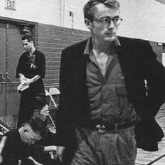 James Dean on the evening of September the His last night alive. Old Hollywood Actors, Vintage Hollywood, Classic Hollywood, Hollywood Glamour, Jimmy Dean, American Idol, American Actors, James Dean Pictures, Rebel Without A Cause