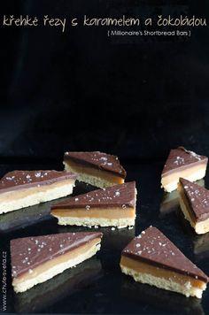 křehké řezy s karamelem a čokoládou