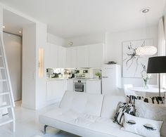 The pale neutral, tone on tone colour scheme keeps this tiny space from feeling cramped.