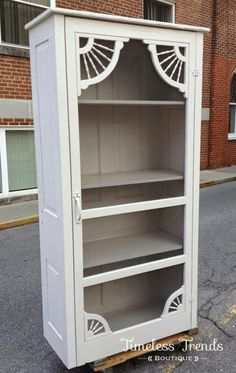 linen closet made with an old screen door …rest of cabinet is made out of salvaged doors We are wa. Refurbished Furniture, Repurposed Furniture, Furniture Makeover, Furniture Projects, Furniture Making, Diy Furniture, Out Door Furniture, Furniture Websites, Furniture Dolly