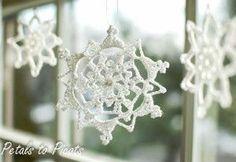Petals a Picots Crochet: Pretty Picot Snowflake Pattern Crochet Snowflake Pattern, Crochet Motifs, Crochet Snowflakes, Thread Crochet, Crochet Crafts, Crochet Projects, Christmas Crochet Patterns, Crochet Christmas Ornaments, Holiday Crochet