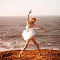 ballet on the beach, en pointe