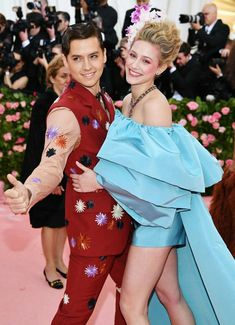 Cole Sprouse Photos - Cole Sprouse and Lili Reinhart attend The 2019 Met Gala Celebrating Camp: Notes on Fashion at Metropolitan Museum of Art on May 2019 in New York City. - The 2019 Met Gala Celebrating Camp: Notes On Fashion - Arrivals Cole Sprouse Hot, Cole Sprouse Funny, Dylan Sprouse, Celebrity Couples, Celebrity Dresses, Celebrity Style, Snapchat, Eyes Closed, Cole Sprouse Aesthetic