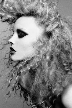 Glam curly hair and heavy smokey eye