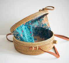 Sewing Bags - This special PolkaDee exclusive wicker bag features an open-weave mesh style and a traditional batik cloth lining, taking inspiration from Java culture style. The top of this rattan bag shuts securely with a woven loop closure. Purses And Bags, My Bags, Types Of Handbags, Round Bag, Boho Bags, Basket Bag, Crochet Handbags, Summer Bags, Leather Purses