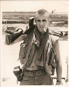 Soldier in Vietnam smoking a cigar with gun on shoulder Vietnam History, Vietnam War Photos, Vietnam Veterans, Military Humor, Military Life, Military History, Military Veterans, Military Guys, Usmc