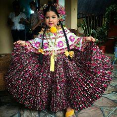 Pollera Beautiful Mexican Women, Panama Flag, Tribal Dress, Wedding Costumes, Folk Costume, Festival Wear, S Pic, Traditional Dresses, Dance Wear