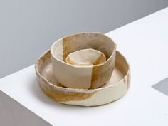 Keramiek workshop duimpotjes/handschalen door ilona van den bergh - SUMUS.BE #keramiek #ceramics #basics #workshop #basistechniek #minimalism #wabisabi Wabi Sabi, Napkin Rings, Workshop, Atelier, Work Shop Garage, Napkin Holders