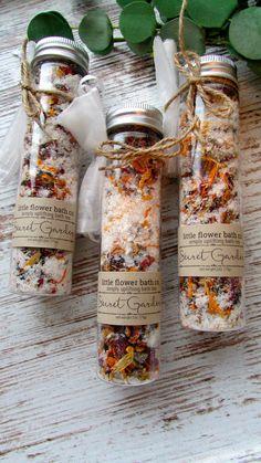 Bath Salts Recipe, Homemade Bath Salts, Diy Bath Salts, Floral Bath, Bath Tea, Peppermint Leaves, Tea Blends, Spa Gifts, Soap Recipes