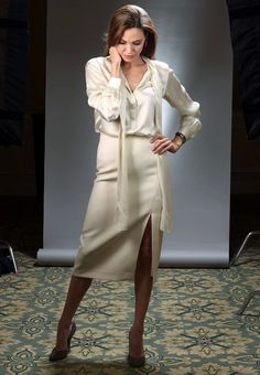 Angelina Jolie. Preppy Outfits, Fashion Outfits, Womens Fashion, Angelina Jolie Style, Royal Clothing, Moda Casual, Glamour, Satin Blouses, Elegant Outfit