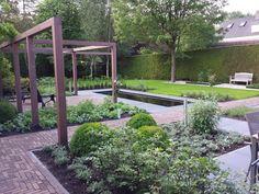 Sfeervolle achtertuin met vijver