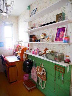 狭い子ども部屋に棚と板壁をDIY♪ラブリコで壁を最大限に有効活用!|LIMIA (リミア) Corner Desk, Diy And Crafts, Kids Room, Interior, Furniture, Yahoo Beauty, Home Decor, Child Room, Children