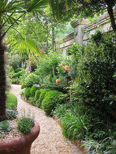 Louise Poer's courtyard garden | Flickr - Photo Sharing! ...I love the brick edged gravel pathway through this lovely garden
