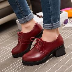 Casual chunky heel to wear with your every day outfits! Fashion tip: this winter wear long socks with this style of oxford shoes!