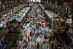 Travelers crowd the platforms at Churchgate Railway Station in Mumbai — the largest city in India — in this photo shot on assignment for National Geographic magazine's special series, Population 7 Billion. Photographie National Geographic, National Geographic Photography, National Geographic Photos, Mumbai City, Reportage Photo, Cool Cafe, Photography Portfolio, Colour Photography, Exposure Photography