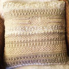 Polster von der Strickgräfin - handgestrickt, in den Farben Natur/Beige/Wollweiß, Größe 50x50 cm Scarf Knit, Head Bands, Scarves, Nature, Colors
