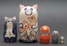 Cat family stacking dolls matryoshka nesting babushka dolls set  of  5 pc Free Shipping plus free gift!