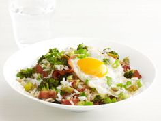 sans bacon, this looks like dinner to me! Bacon and Broccoli Rice Bowl Recipe : Food Network Kitchens : Recipes : Food Network Asian Recipes, New Recipes, Dinner Recipes, Cooking Recipes, Favorite Recipes, Healthy Recipes, Dinner Ideas, Meal Ideas, Food Ideas