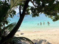 Coral Island (Koh He) bei Phuket >>> Infos, Tipps, Resort Best Places In Bangkok, Phuket Travel Guide, Island, Where To Go, Travel Guides, The Good Place, Thailand, Places To Visit, Beach