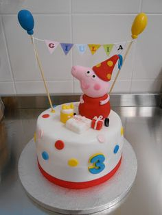 Bessy wants a Peppa pig cake Fondant Cakes, Cupcake Cakes, Cupcakes, Piggy Cake, Cumple Peppa Pig, Peppa Pig Birthday Cake, Pig Cookies, Celebration Cakes, Party Cakes
