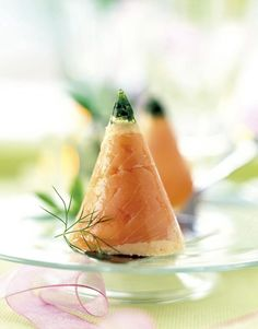 The video consists of 23 Christmas craft ideas. Appetizer Dips, Appetizer Recipes, Xmas Dinner, Cheesy Recipes, Hors D'oeuvres, Food Decoration, Christmas Appetizers, Molecular Gastronomy, Holiday Tables