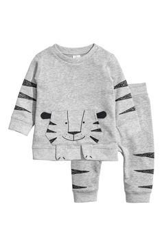 Set with long-sleeved top and joggers in sweatshirt fabric Top with appliqué at front, snap fasteners on one shoulder, and ribbing at cuffs and hem. Baby Outfits, Cute Outfits For Kids, Toddler Outfits, Cute Toddler Girl Clothes, Cool Baby Clothes, Fashion Kids, Joggers Outfit, Kind Mode, Baby Wearing