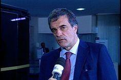 Dilma deve se pronunciar como chefe de estado, diz Cardozo