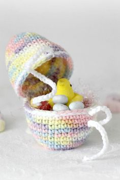 With a Grateful Prayer and a Thankful Heart: Crochet Easter Egg pattern tutorial Crochet Gratis, Crochet Toys, Free Crochet, Easter Egg Pattern, Easter Crochet Patterns, Diy Ostern, Crochet Decoration, Holiday Crochet, Easter Colors