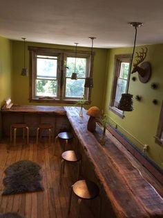 От Эрики Доманико: 100-летний мелиорированных деревянный бар для моей студии искусств и ремесел в Boonton Нью-Джерси.  Идеальное место, чтобы держать все мои классы ремесла.  Сделано с любовью моим мужем, Доменик Доманико.  Гордо можно назвать это пространство наш второй дом!