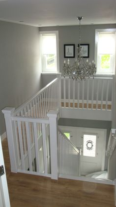 uiteinde trappaal: dubbel in 2020 Staircase Remodel, Staircase Makeover, Interior Stair Railing, Staircase Design, Cottage Stairs, Attic Bedroom Designs, Entry Hallway, Beautiful Interiors, Home Remodeling