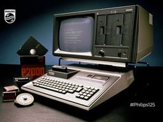 PHILIPS P2000T Homecomputer and double floppydisc/monitor station
