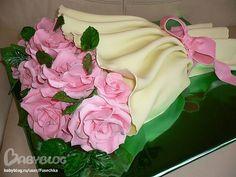 Оформление тортов розами из мастики. .