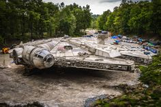 Detailed Set Photos of The Millennium Falcon From STAR WARS: EPISODE VIII —…