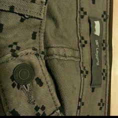 Levi's Grey printed denim leggings size 11 Levi's 535 Legging. Stretchy grey jeans with black print. Levi's Jeans Skinny