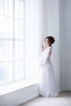 Красивая фотосессия для беременных в Москве. Беременная фотосъемка на природе с мужем. Фото беременности в студии, фотосессия в ожидании чуда. Лучшие фотографы.