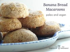 Deliciously simple paleo macaroons that taste like banana bread. No grains/dairy/nuts/refined sugar/eggs.