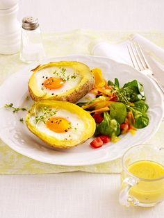 Gefüllte Kartoffeln mit Ei und Feldsalat