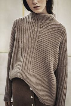 chunky knit sweater with suede skirt. Knitwear Fashion, Knit Fashion, Look Fashion, Winter Fashion, Latest Fashion, Fashion Details, Daily Fashion, Diy Pullover, Pullover Outfit