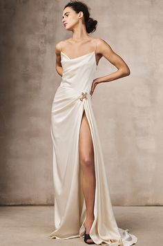 Slip Wedding Dress, Wedding Dresses, Fashion 2020, Runway Fashion, Fall Fashion, Street Fashion, High Fashion, Monique Lhuillier Bridal, Outfits Winter