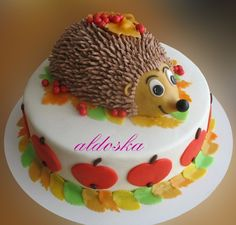 Hedgehog Cake Decoration Ideas And Designs Cake Decorating Icing, Birthday Cake Decorating, Cake Decorating Techniques, Cookie Decorating, Porcupine Cake, Fluffy Frosting Recipes, Crumb Coating A Cake, Hedgehog Cake, Hedgehog Cookies