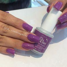 Purple-licious! @d_unasviaporras' used ibd Just Gel Polish in 'Slurple Purple' for this vibrant manicure.