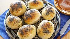 Lette og luftige rundstykker som du lager enkelt som bare det. Disse fine rundstykkene passer til det meste, frokost, lunsj, middag og kvelds. Du lager boll...