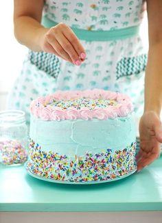 Estoy cocinando una gran tarta de pensamientos para todos vosotros, esos que hoy, una vez más y cada vez más, me habéis hecho inmensamente feliz. Quiero regalar un granito de azúcar a cada u...