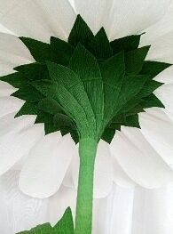 Одноклассники Crepe Paper Flowers Tutorial, Crepe Paper Roses, Paper Flowers Craft, Flower Crafts, Giant Paper Flowers, Big Flowers, Alternative Bouquet, Paper Bouquet, Wedding Paper