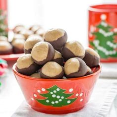 Buckeye Candy creamy sweet peanut butter balls partially dipped in chocolate to mimic the fruit of the Ohio Buckeye tree - easy no bake! Buckeyes Candy, Orange Olive Oil Cake, Peanut Butter Balls, Recipe Girl, Pineapple Upside Down, Lemon Cookies, Lemon Cream, Melting Chocolate, Chocolate Tarts