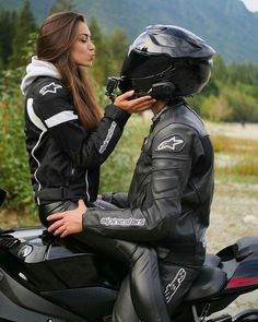 Motorcycle Couple Pictures, Biker Couple, Cute Couple Pictures, Motocross Couple, Dirt Bike Couple, Couple Pics, Biker Chick, Biker Girl, Couple Motard