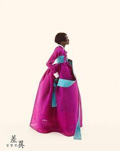 Tchai Kim Youg-Jin is traditional Korean hanbok brand Korean Hanbok, Korean Dress, Korean Outfits, Korean Traditional Dress, Traditional Dresses, Asian Fashion, Fashion Photo, Women's Fashion, Korean Streetwear